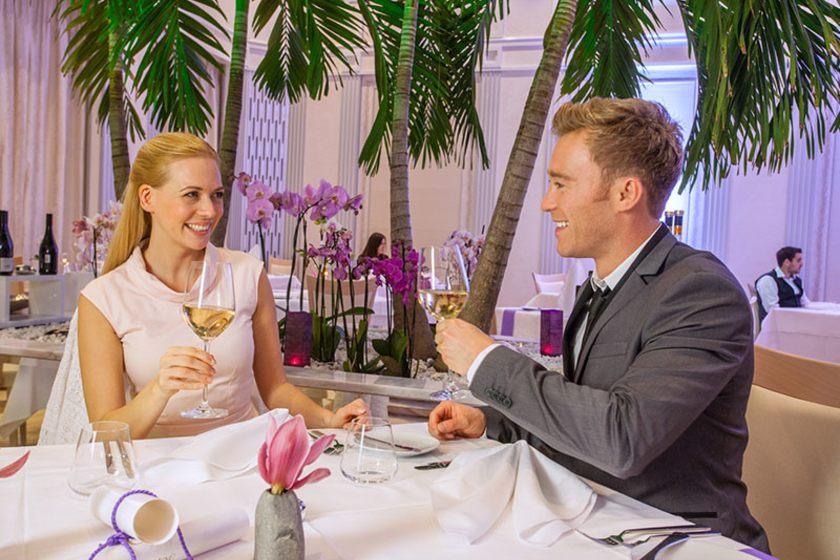 Empire Restaurant mit Paar