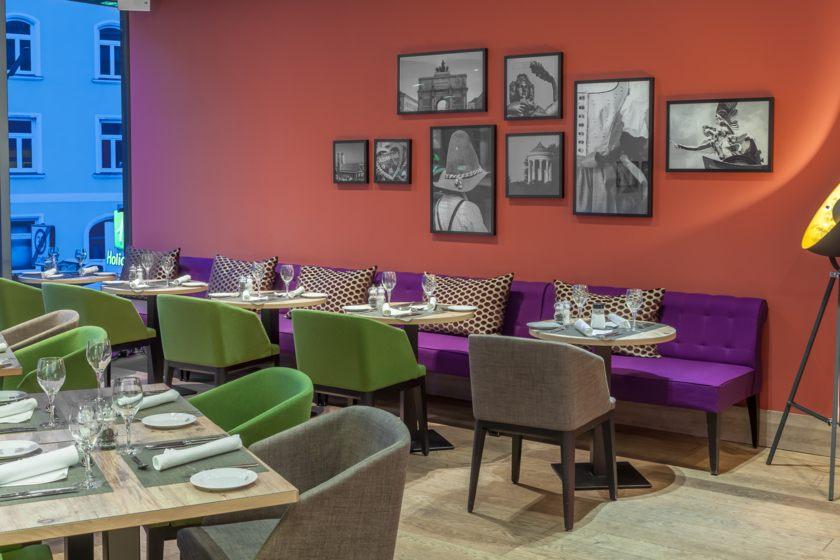 Holiday Inn Restaurant2