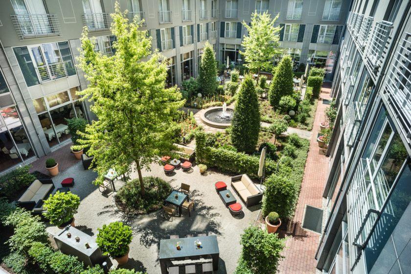 Le Méridien Munich - Inner courtyard garden