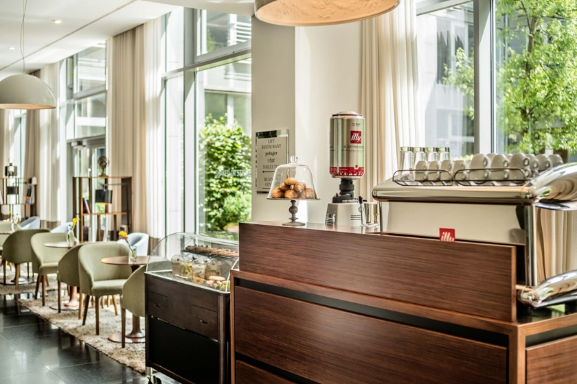 Le Méridien Munich - Lobby area with illy coffee station
