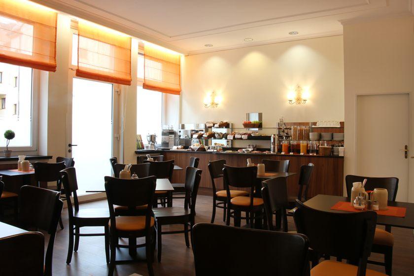 Breakfast Room at ANDI Stadthotel