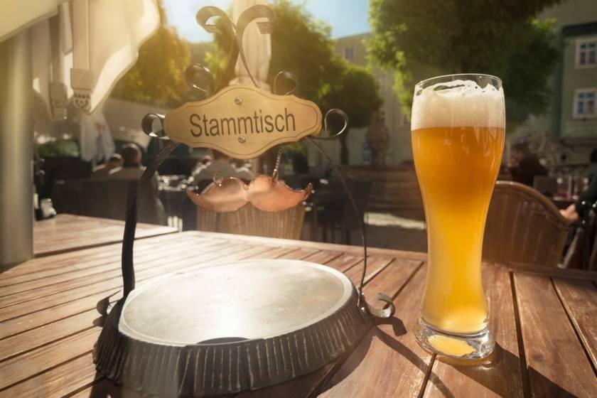Biergarten Weissbier Stammtisch 450670701