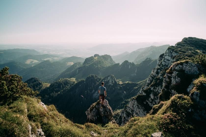 Benediktenwand Mann an Klippe