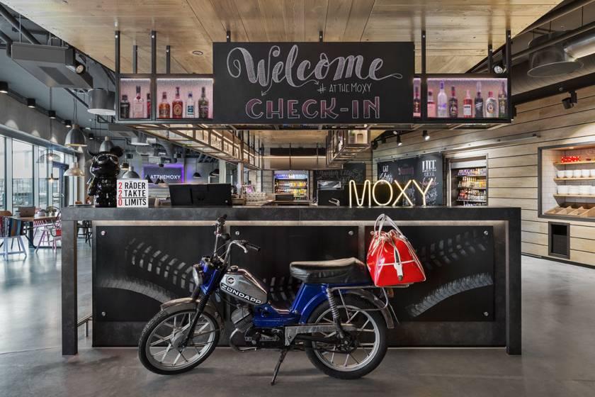 Hotel Moxy München Ostbahnhof Reception 66