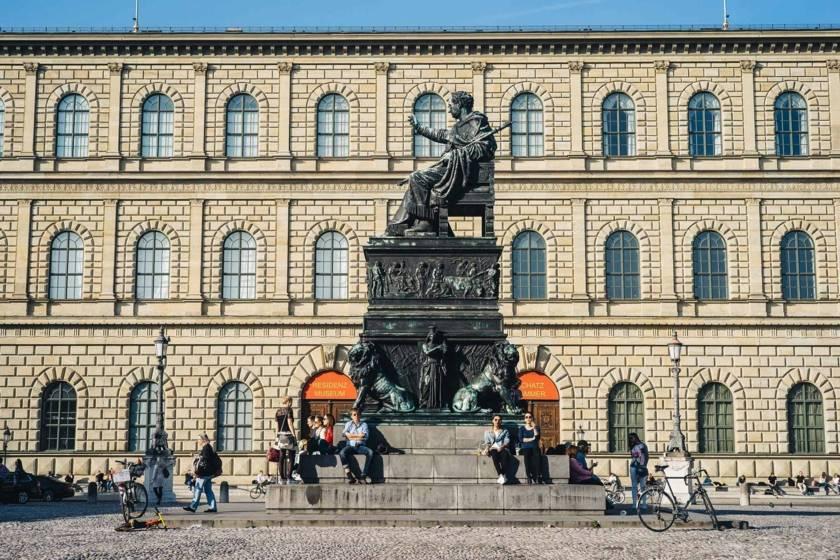 Max-Joseph-Platz Residenz Sonne dm0092