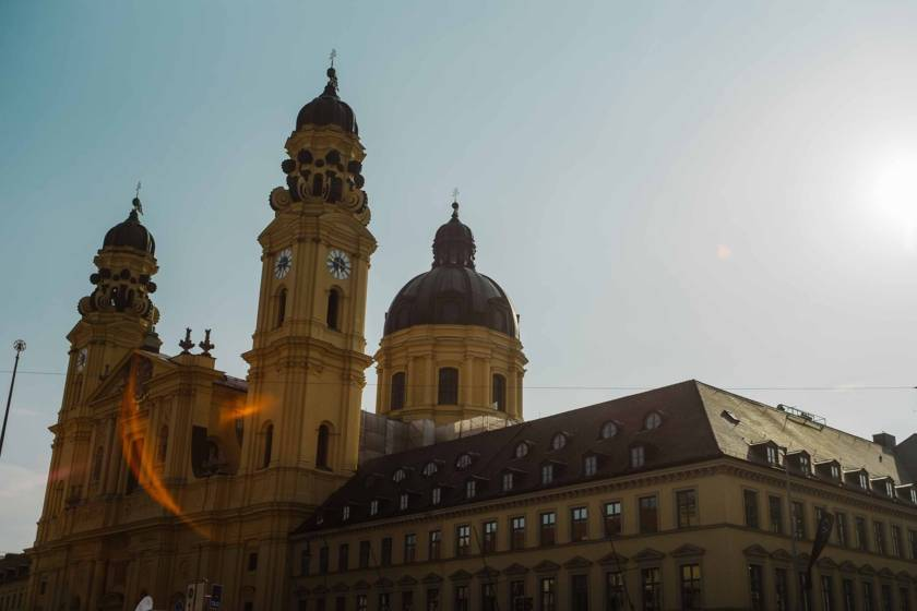 Odeonsplatz Theatinerkirche dm0226