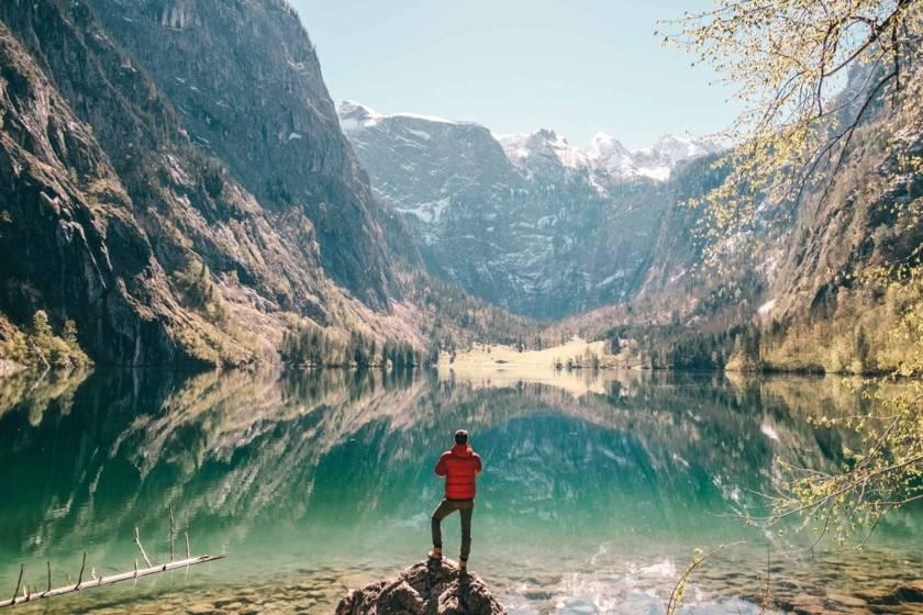 Berchtesgaden Obersee Spiegelung Mann