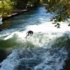 In addition to the big tourist attractions such as the Frauenkirche, the Marienplatz or the Hofbräuhaus, there is another crowd puller in Munich: The big surf wave at the Eisbach.