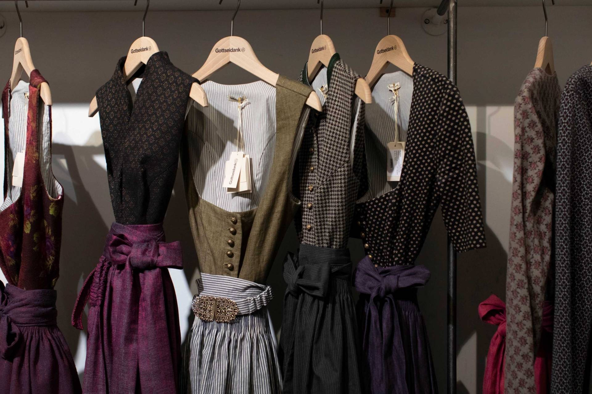 buying traditional dresses | simply munich