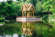 The Thai Sala with a Buddha figure is part of the East Asian ensemble in Munich's Westpark.