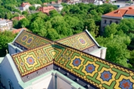 The architect Friedrich von Gärtner designed the roof of Ludwigskirche from glazed tiles.
