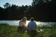In the middle of the metropolis of Munich, you can find a cosy spot by the river on summer days.