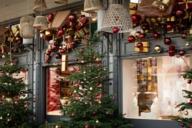 The Käfer delicatessen on Prinzregentenplatz is famous for its wonderful Christmas decorations.
