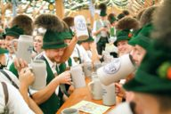 Only at the Oide Wiesn the beer is served in stone beer mugs.