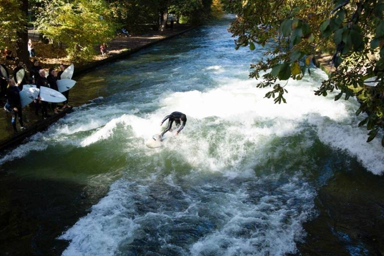 A surfer at the Eisbachwelle in the Englischer Garten in Munich.