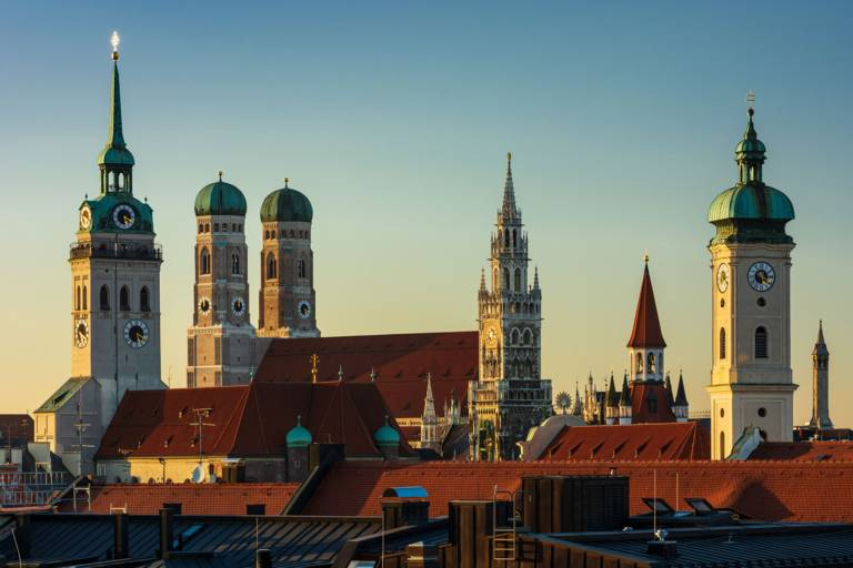 Alter Peter, Frauenkirche and Neues Rathaus: the Munich skyline in the evening light.