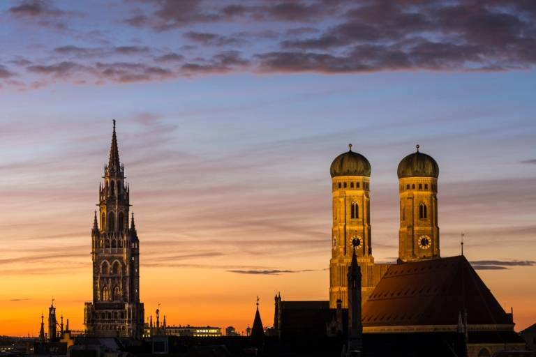 Panoramic view of the Frauenkirche and the tower of the Neues Rathaus in Munich.