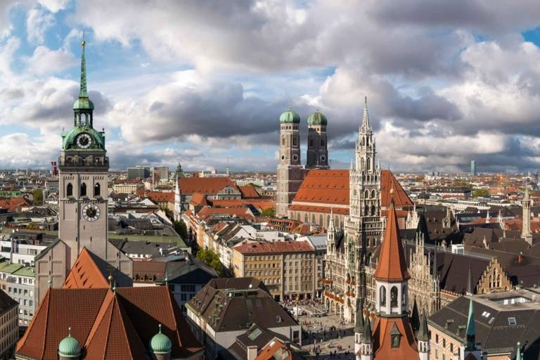 Panoramic view of the inner city of Munich with Alter Peter, Neues Rathaus and the Frauenkirche.