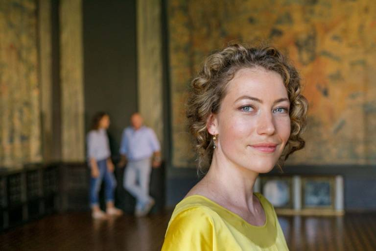Close-up of a woman with curly hair in Villa Stuck in Munich.