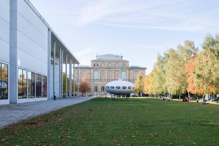Futuro House by Matti Suuronen in front of the Pinakotheken in Munich.