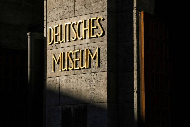"A photo of the inscription ""Deutsches Museum"" at the entrance to the museum in Munich."