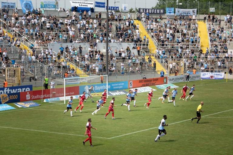 Players from TSV 1860 Munich and Würzburg kickers play football at Grünwalder Stadion.
