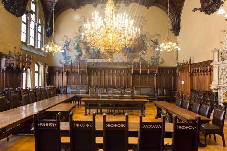 Large meeting room of the Neues Rathaus in Munich.