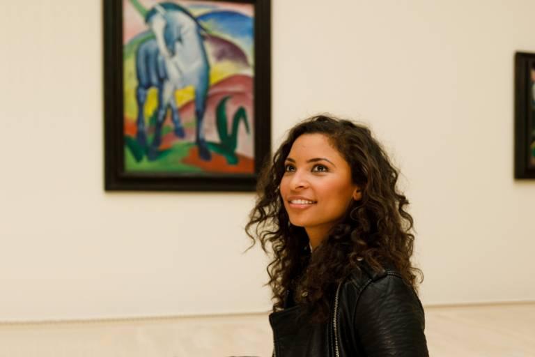 "A woman in the exhibition ""Der Blaue Reiter"" in the Lenbachhaus in Munich"