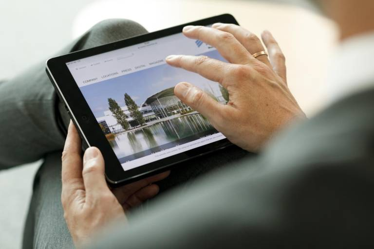 Close-up of a tablet in the hands of a woman.