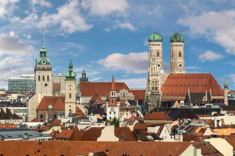 Skyline of Munich with the Frauenkirche in Munich and several other towers.