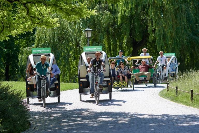 Several pedicaps with guests in the Englischer Garten (park).